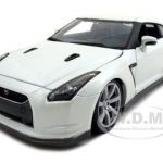 2009 Nissan GT-R R35 Pearl White 1/18 Diecast Model Car by Bburago