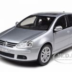 Volkswagen Golf V Silver 1/18 Diecast Model Car by Bburago