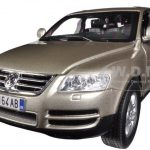 Volkswagen Touareg Beige 1/18 Diecast Car Model by BBurago
