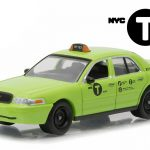 2011 Ford Crown Victoria NYC New York City Boro Taxi Hobby Exclusive 1/64 Diecast Model Car by Greenlight