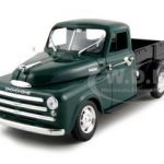 1948 Dodge Pickup Green 1/32 Diecast Model Car by Signature Models