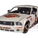 2006 Ford Mustang GT #1 White Harley Davidson 1/24 Diecast  Model Car by Maisto