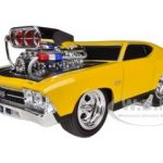 1969 Chevrolet Chevelle SS Yellow Muscle Machines 1/24 Diecast Model Car by Maisto