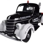 1938 International D-2 Pickup Truck with Tow Wrecker Boom 1/25 Diecast Model by First Gear