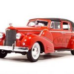 1938 Cadillac V-16 Fleetwood Red 1/18 Diecast Model Car by Signature Models