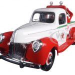 1940 Ford Tow Truck Wrecker Texaco 1/18 Diecast Model by Autoworld